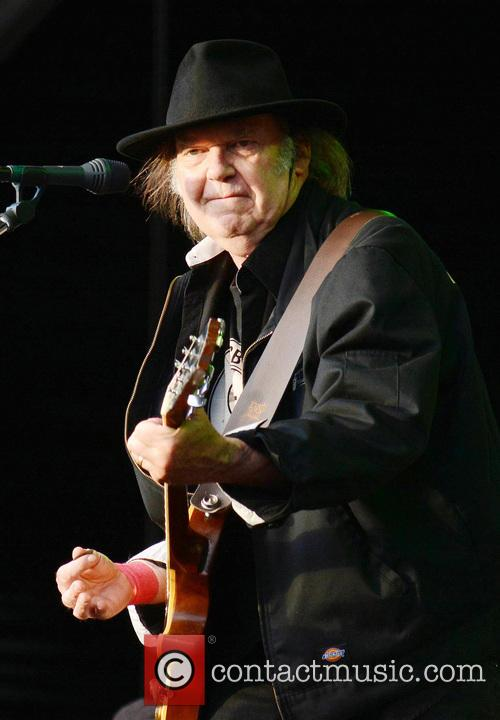 neil young neil young performs live at 3721668