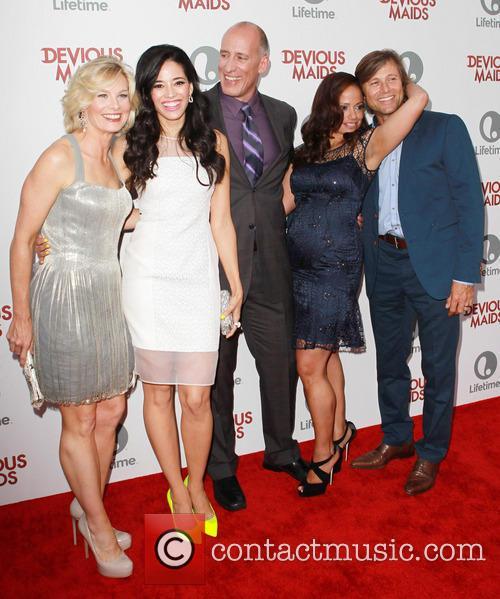 Melinda Page Hamilton, Edy Ganem, Alex Fernandez, Judy Reyes and Grant Show