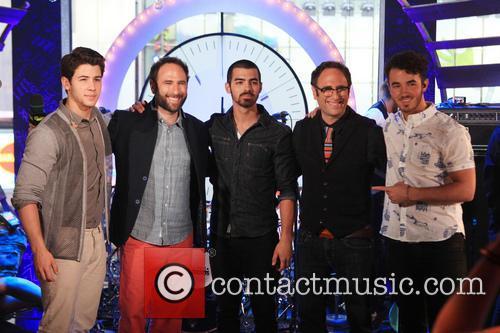 The Jonas Brothers, Kevin Jonas, Randy Sklar, Joe Jonas, Jason Sklar, Nick Jonas, MTV 1515 Broadway NYC