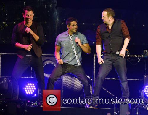 Nick Lachey, Jeff Timmons, Justin Jeffre and 98 Degrees 10