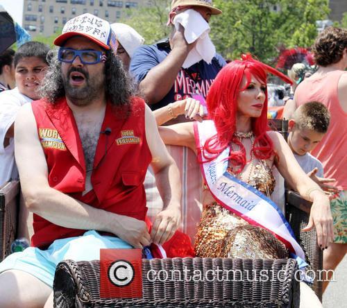 Judah Friedlander and Queen Mermaid Carole Radziwill 3