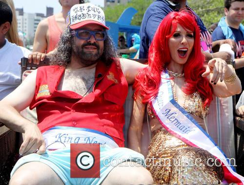 Judah Friedlander and Queen Mermaid Carole Radziwill 6