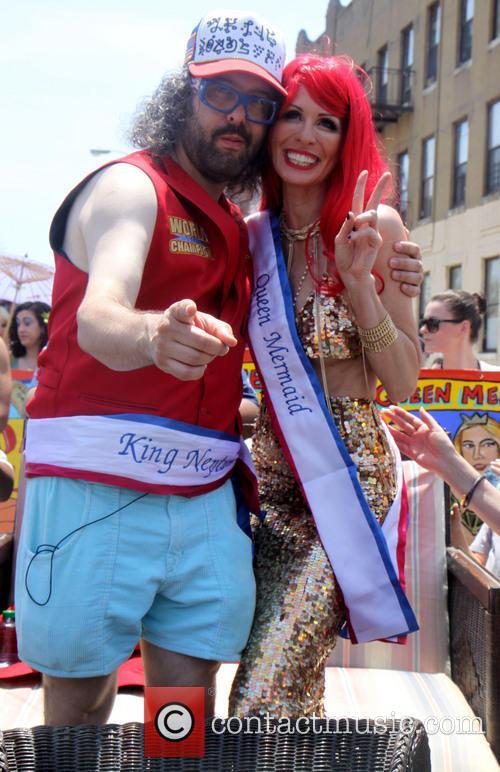 Judah Friedlander and Queen Mermaid Carole Radziwill 7