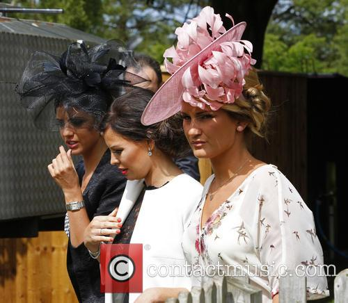 Sam Faiers, Jess Wright and Lucy Mecklenburgh 8