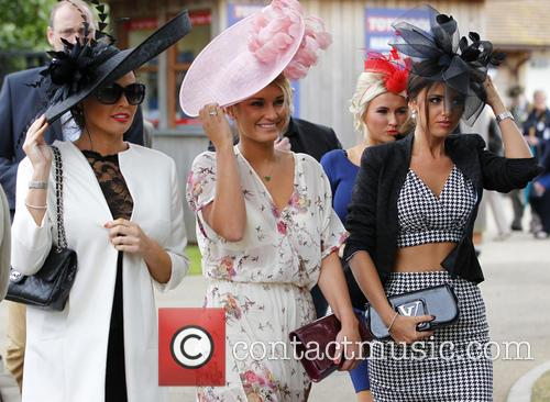 Sam Faiers, Jess Wright and Lucy Mecklenburgh 10