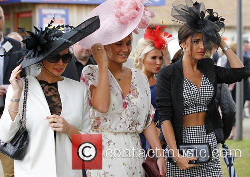 Sam Faiers, Jess Wright and Lucy Mecklenburgh 11