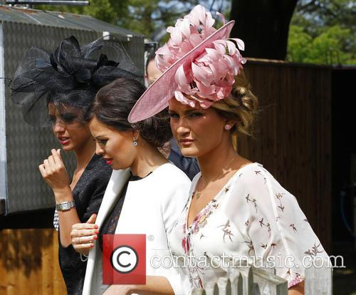 Sam Faiers, Jess Wright and Lucy Mecklenburgh 13
