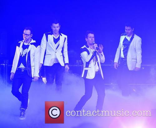 Donnie Wahlberg, Joey McIntyre, Jordan Knight, Jonathan Knight and Danny Wood 8