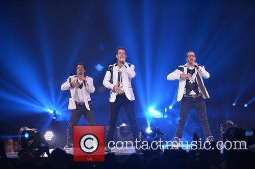 Donnie Wahlberg, Joey McIntyre, Jordan Knight, Jonathan Knight and Danny Wood 11