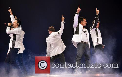 Donnie Wahlberg, Joey McIntyre, Jordan Knight, Jonathan Knight and Danny Wood 25