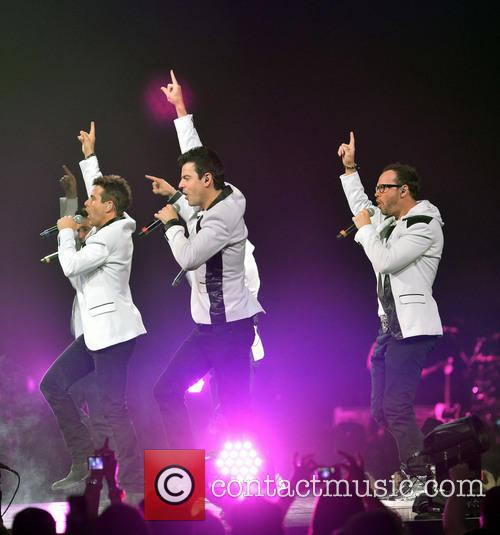 Donnie Wahlberg, Joey McIntyre, Jordan Knight, Jonathan Knight and Danny Wood 27