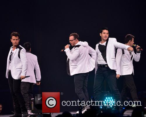 Donnie Wahlberg, Joey McIntyre, Jordan Knight, Jonathan Knight and Danny Wood 31