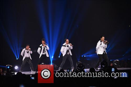 Donnie Wahlberg, Joey McIntyre, Jordan Knight, Jonathan Knight and Danny Wood 33
