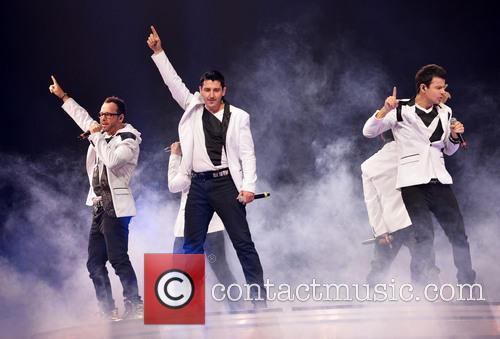 Donnie Wahlberg, Joey McIntyre, Jordan Knight, Jonathan Knight and Danny Wood 36