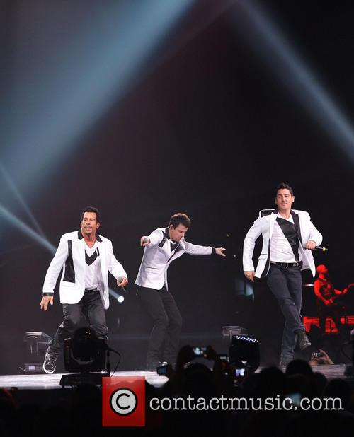 Donnie Wahlberg, Joey McIntyre, Jordan Knight, Jonathan Knight and Danny Wood 51