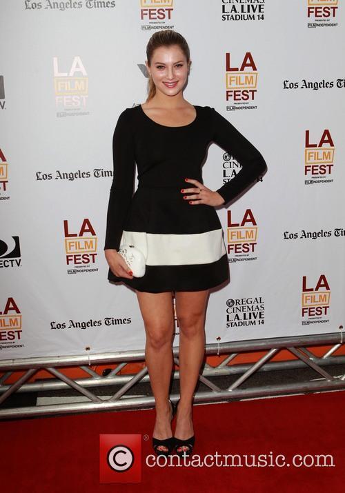 Zoe Levin 6