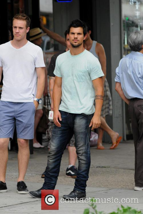 "Taylor Lautner filming ""Tracers"" on location in Manhattan"