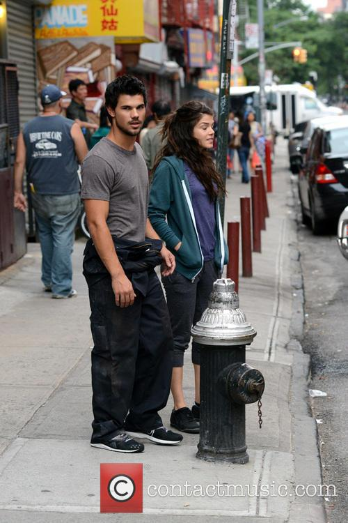Marie Avgeropoulos and Taylor Lautner 2