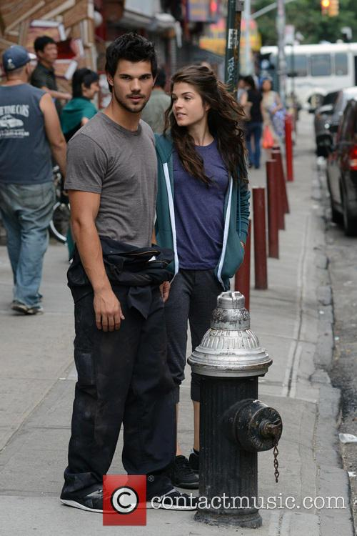 Marie Avgeropoulos and Taylor Lautner 6