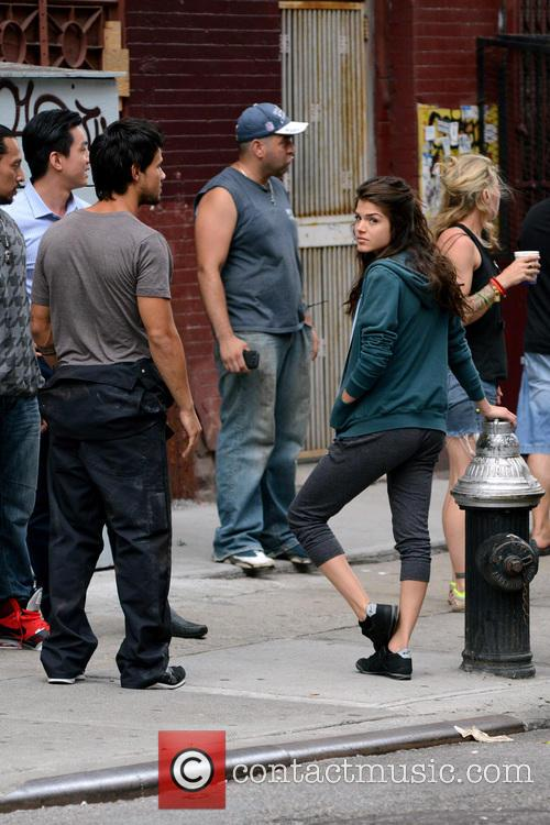 Marie Avgeropoulos and Taylor Lautner 8