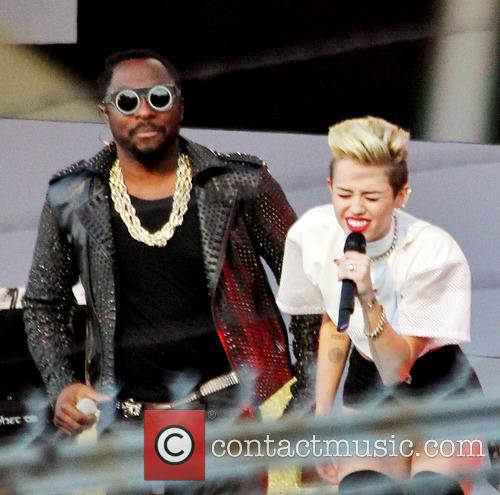 Miley Cyrus and Will.i.am 7