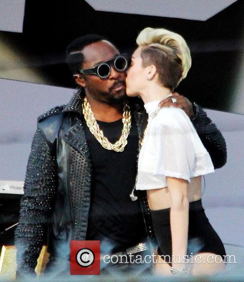 Miley Cyrus and Will.i.am 8
