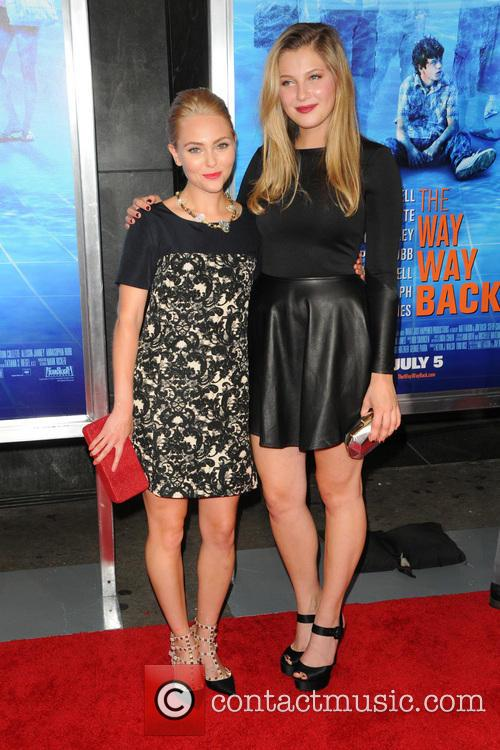 Annasophia Robb and Zoe Levin 9