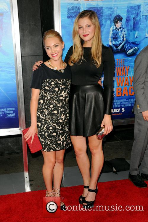 Annasophia Robb and Zoe Levin 3