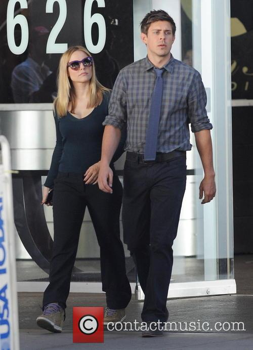 Kristen Bell and Chris Lowell 7