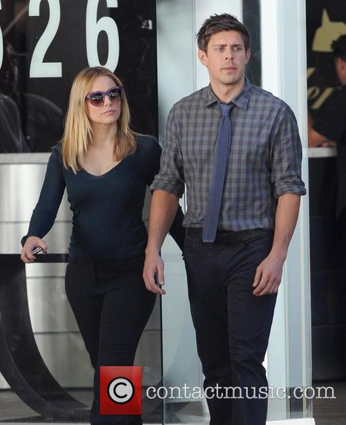 Kristen Bell and Chris Lowell 6