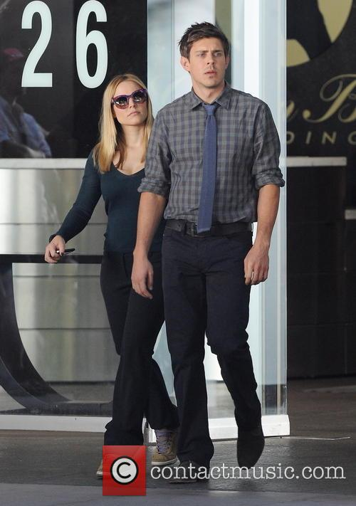 Kristen Bell and Chris Lowell 11