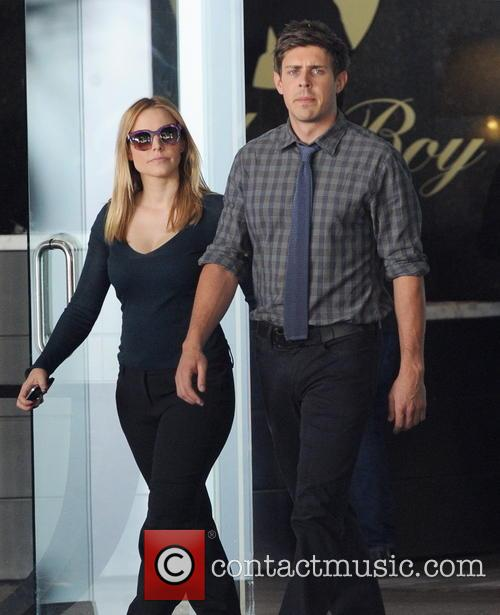 Kristen Bell and Chris Lowell 12