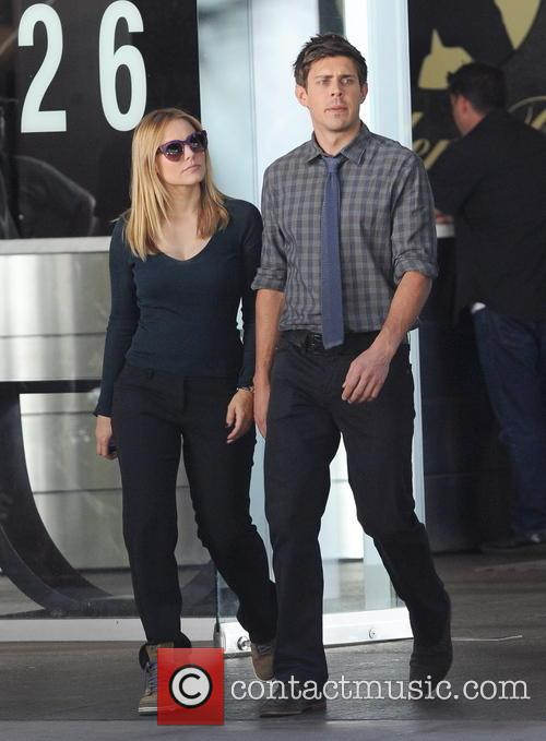 Kristen Bell and Chris Lowell 14