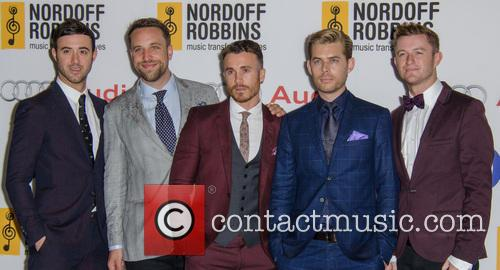 The Overtones, Timmy Matley, Lachie Chapman, Mike Crawshaw, Mark Franks and Darren Everest 6