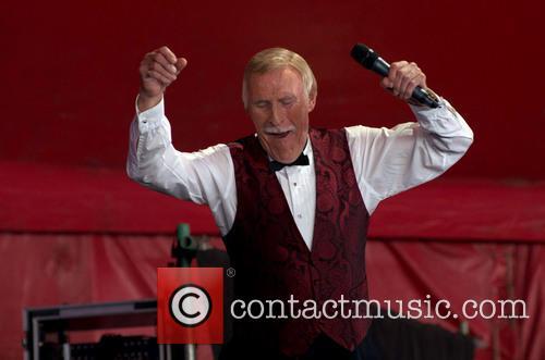 Bruce Forsyth, Worthy Farm, Glastonbury Festival