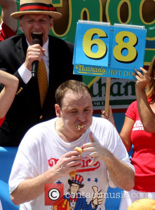 joey chestnut 2013 nathans hot dog eating 3746441