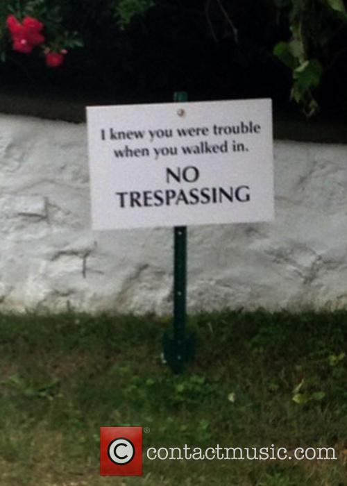 taylor swifts no trespassing sign 3745913