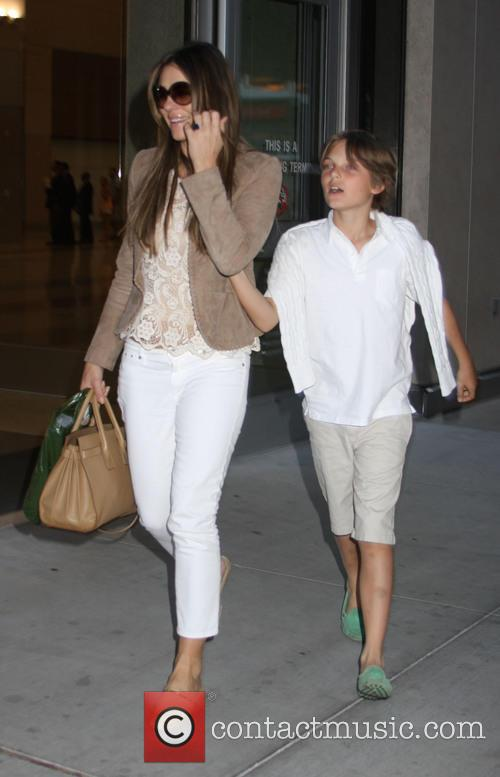 elizabeth hurley damian hurley elizabeth hurley arrives in 3746810