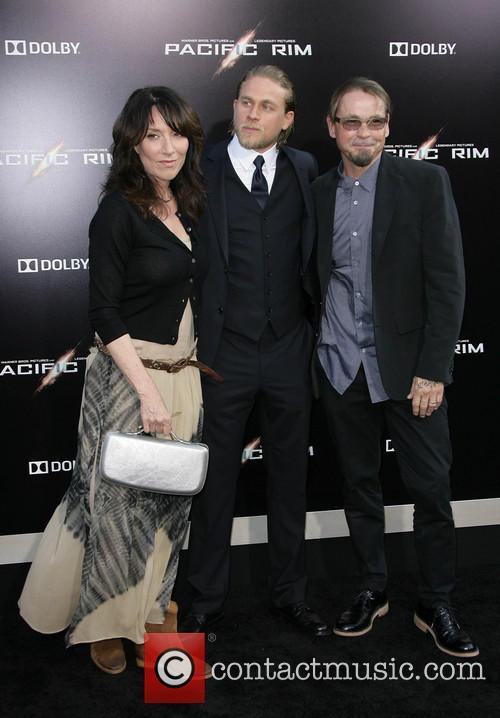 Katey Segal, Charlie Hunnam and Kurt Sutter 5