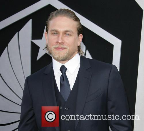 charlie hunnam los angeles premiere of pacific 3753414