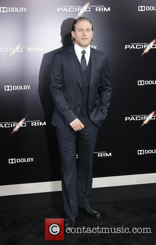 charlie hunnam los angeles premiere of pacific 3753419