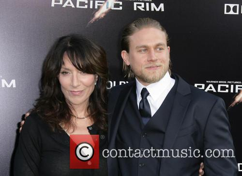 Katey Segal and Charlie Hunnam 3