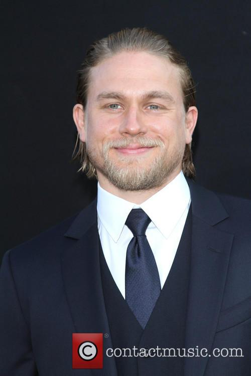 charlie hunnam los angeles premiere of pacific 3753814
