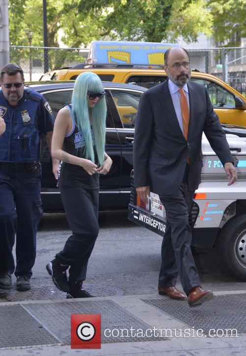 Amanda Bynes court blue wig