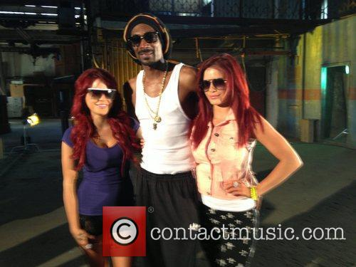 Carla Howe, Snoop Lion and Melissa Howe 4
