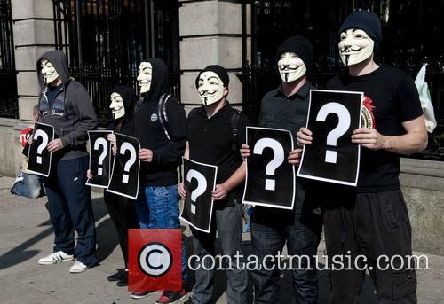 Pro-Life & Pro-Choice protestors mix with Senators and...