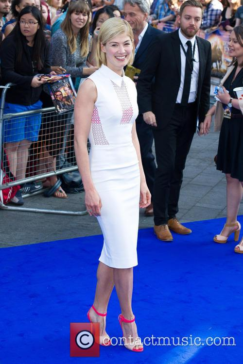 rosamund pike world premiere of the worlds 3754690