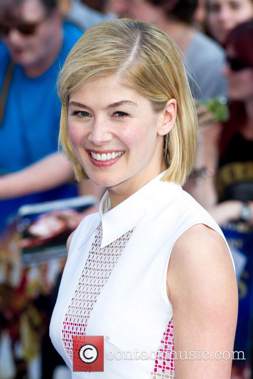 rosamund pike world premiere of the worlds 3754705