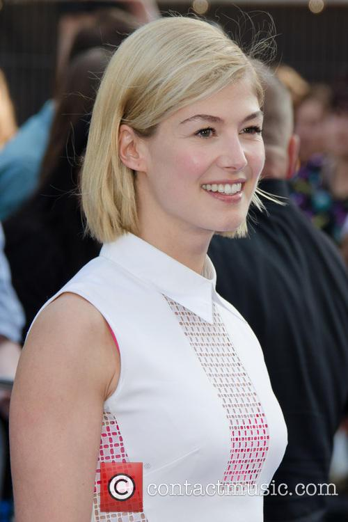 rosamund pike world premiere of the worlds 3754986