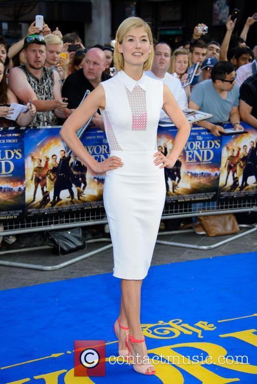 rosamund pike uk premiere of the worlds 3754526